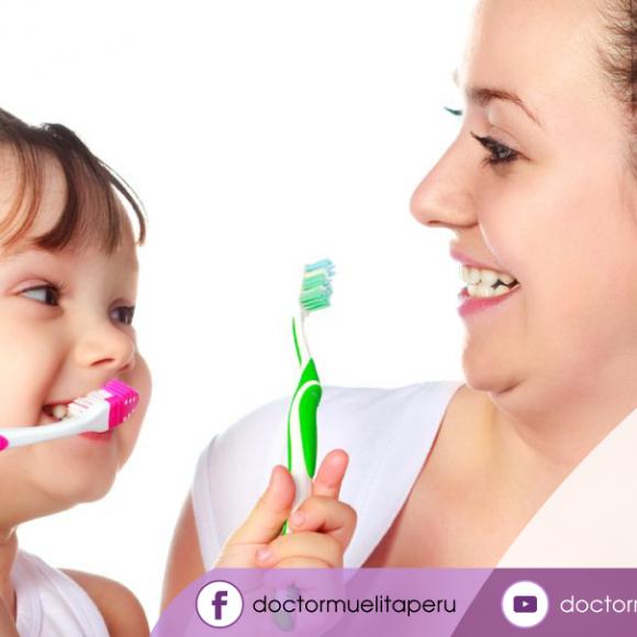 ¿Qué te parece si te enseño y lavamos juntos nuestros dientes?